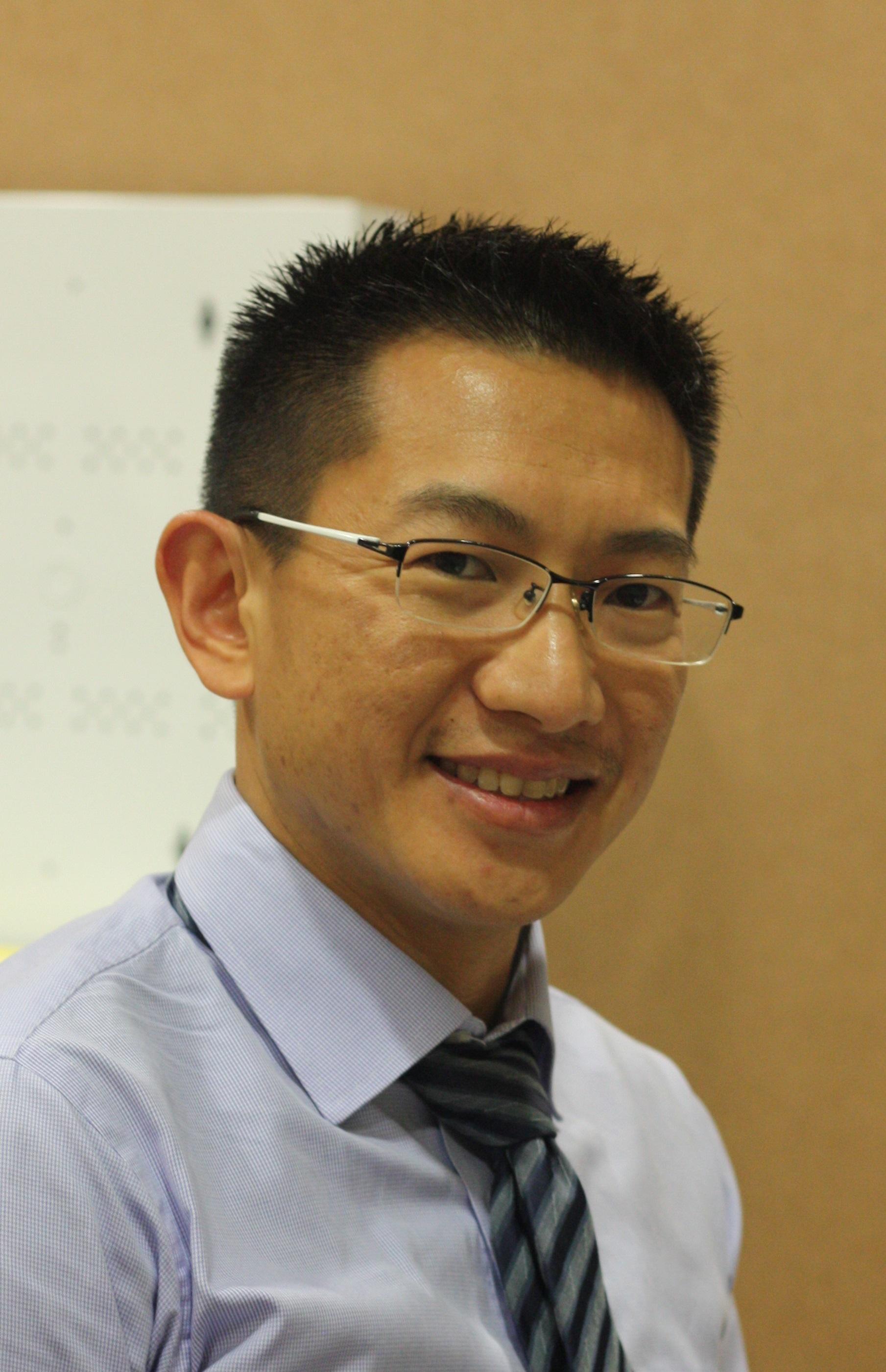 Dr. Yung Khan   Tan